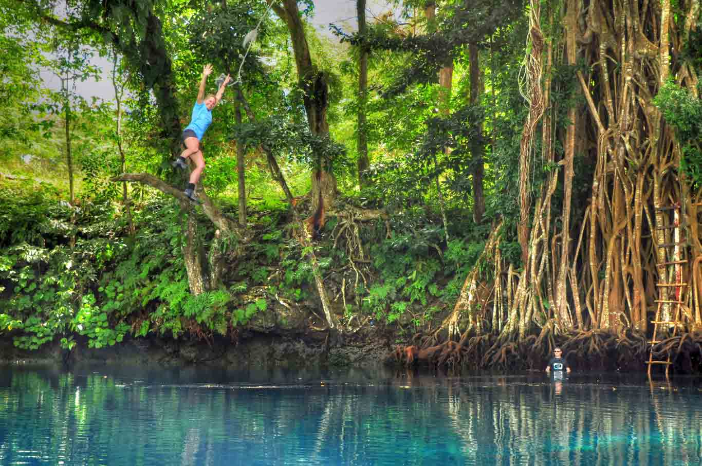the rope swing at Matevulu blue hole