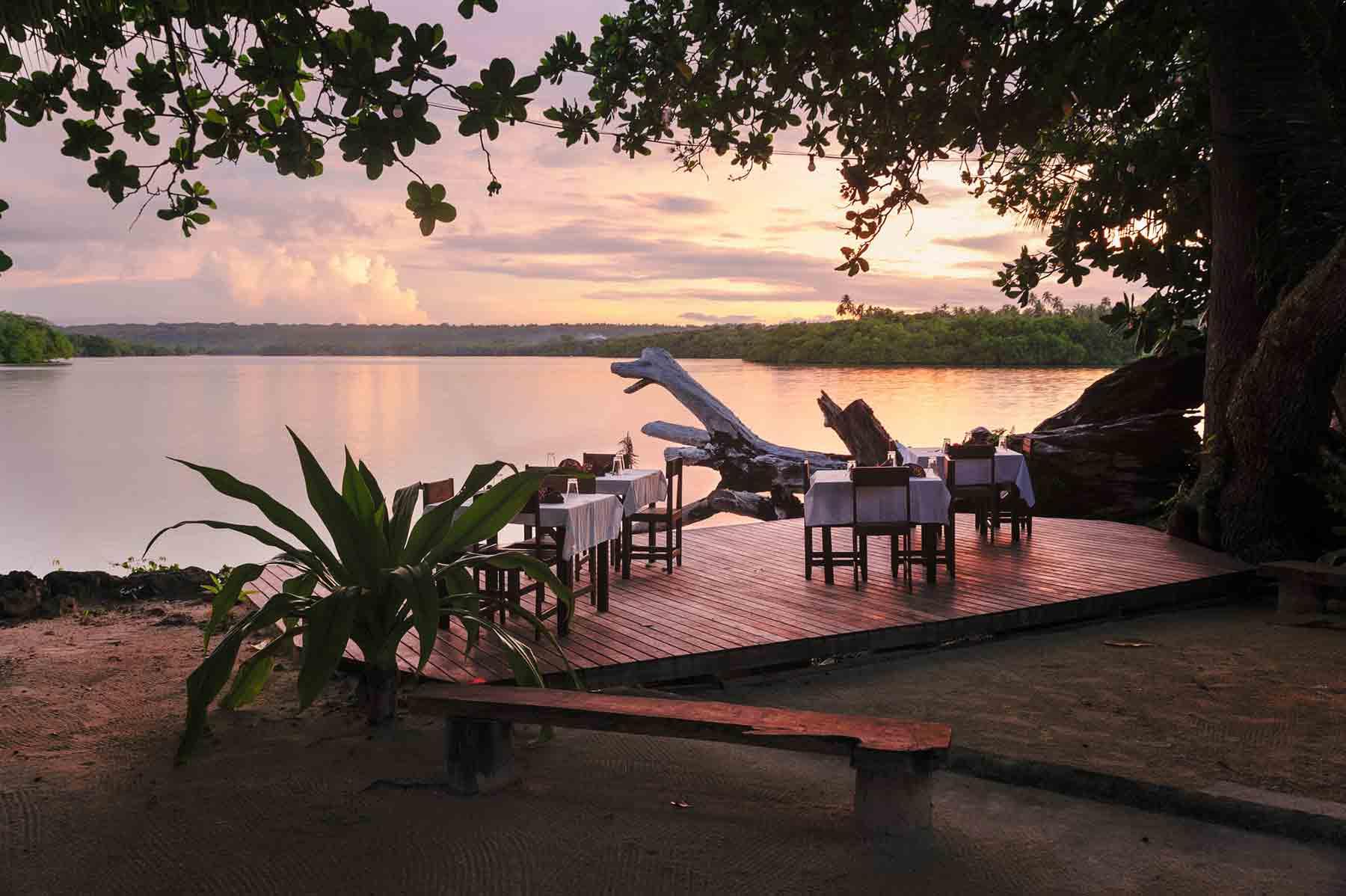 restaurant-overlooking-turtle-bay